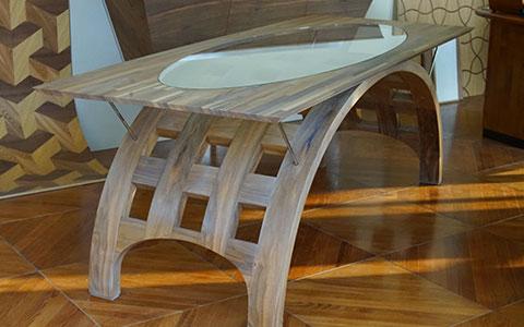 Piegato, il tavolo di design in legno/vetro