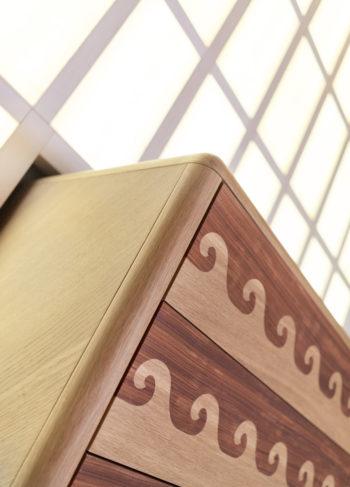 parete-legno-illuminata